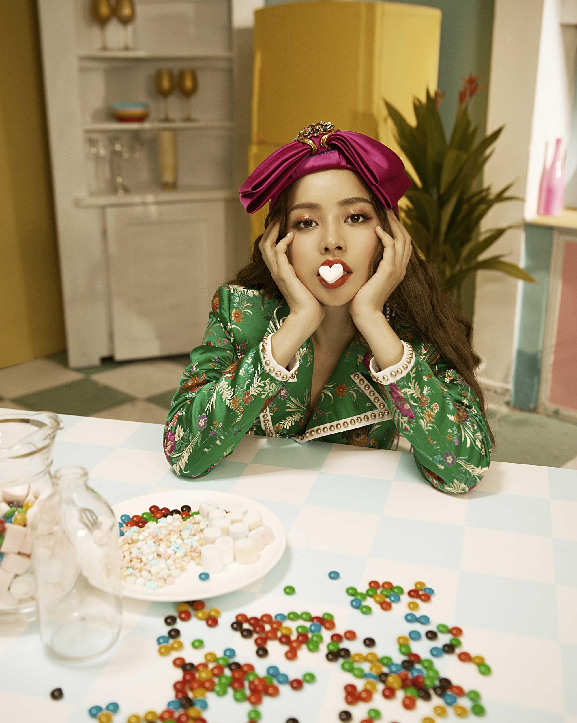 """Bất chấp ồn ào bị xem là """"thảm họa"""" Vpop, Chi Pu ra mắt MV thứ 2 - Ảnh 8"""