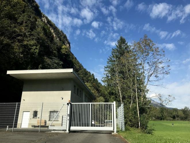 Ghé thăm căn hầm bí mật trên đỉnh núi tại Thụy Sĩ, nơi các triệu phú cất giấu tiền ảo bitcoin - Ảnh 2