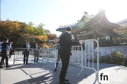 """Đám cưới Song Hye Kyo - Song Joong Ki: Cô dâu chú rể ngọt ngào """"khóa môi"""" - Ảnh 37"""