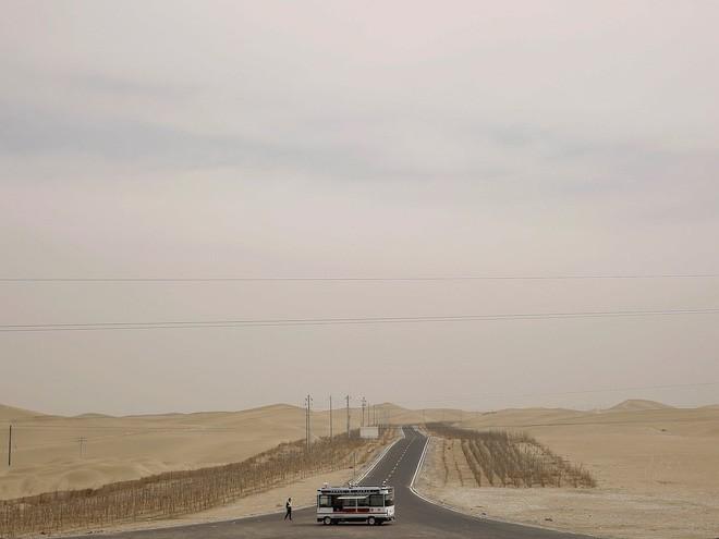 Trung Quốc muốn xây đường ống nước dài 1.000 km nhằm biến sa mạc khổng lồ thành ốc đảo trù phú - Ảnh 2