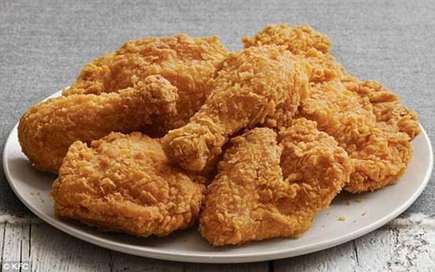 Khách hàng tá hỏa khi ăn đến miếng KFC cuối cùng mới phát hiện có giòi - Ảnh 2