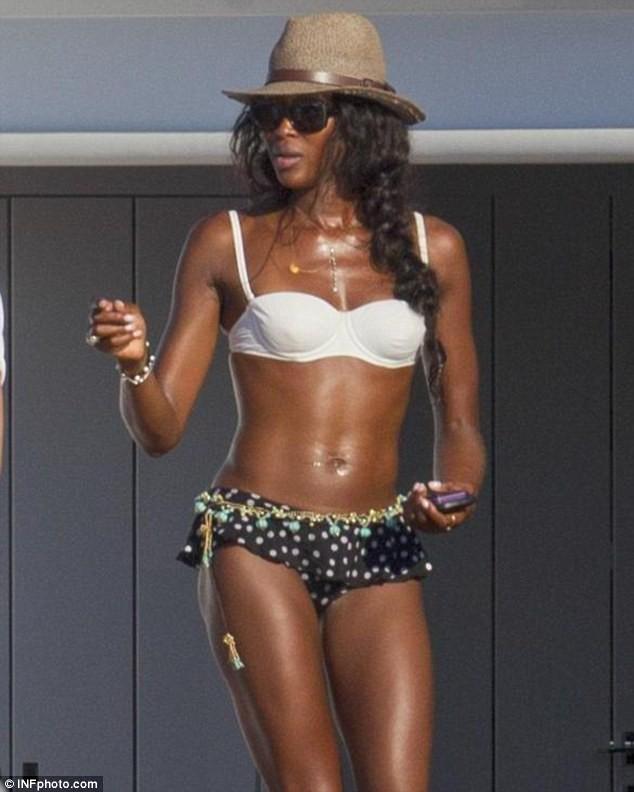 Siêu mẫu Naomi Campbell và bí quyết giữ dáng như gái dậy thì - Ảnh 6