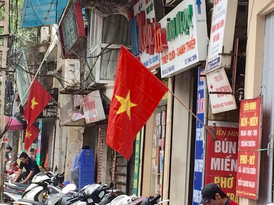 Hà Nội rực rỡ cờ hoa mừng ngày thống nhất đất nước - Ảnh 7