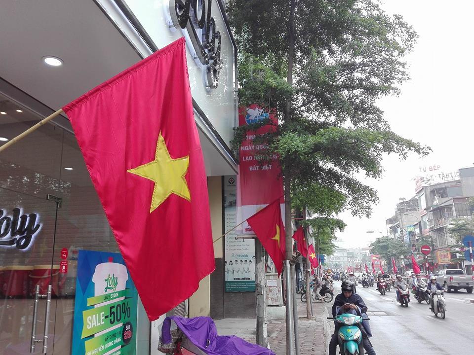 Hà Nội rực rỡ cờ hoa mừng ngày thống nhất đất nước - Ảnh 5