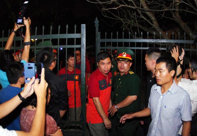 U19 Việt Nam viếng Đại tướng Võ Nguyên Giáp lúc nửa đêm - Ảnh 9