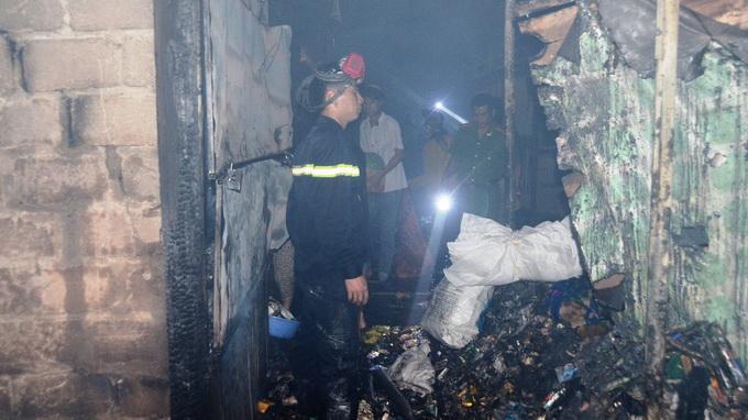 Cháy lớn thiêu rụi hơn 100 kiốt chợ Hải Hà - Ảnh 1
