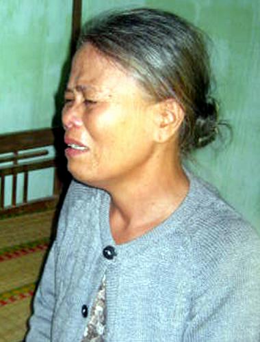 Nước mắt vô vọng tìm kiếm ba công nhân trong dòng lũ - Ảnh 4