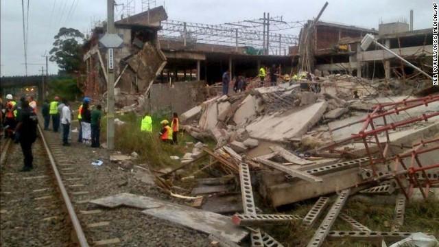 Sập trung tâm thương mại ở Nam Phi, 50 người bị vùi dưới đống đổ nát - Ảnh 1