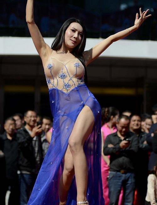 Cung Nguyệt Phi, Can Lộ Lộ khoe da thịt táo bạo nhất 2013 - Ảnh 5