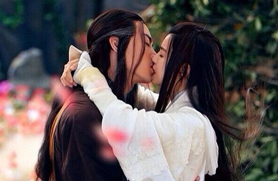 """Dương Quá hôn Tiểu Long Nữ say đắm trong """"Tân thần điêu đại hiệp""""  - Ảnh 1"""