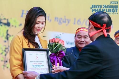 Hoa hậu biển Nguyễn Thị Loan tham gia Lễ hội Xuân Hồng - Ảnh 2
