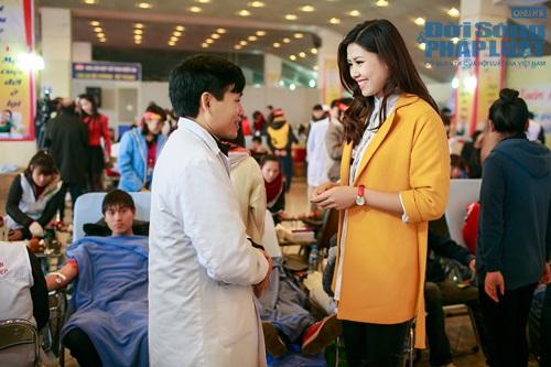 Hoa hậu biển Nguyễn Thị Loan tham gia Lễ hội Xuân Hồng - Ảnh 4