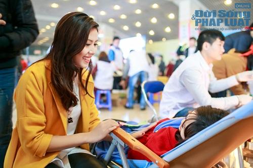 Hoa hậu biển Nguyễn Thị Loan tham gia Lễ hội Xuân Hồng - Ảnh 5