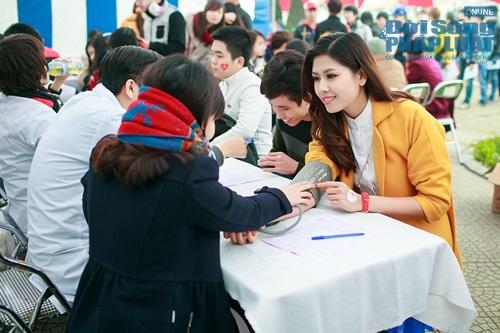Hoa hậu biển Nguyễn Thị Loan tham gia Lễ hội Xuân Hồng - Ảnh 7