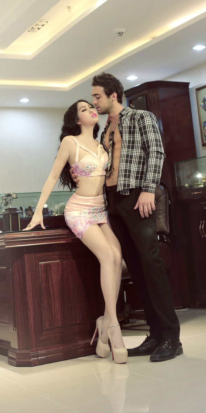 Phi Thanh Vân diện áo ngực hở táo bạo nhân ngày Valentine - Ảnh 8