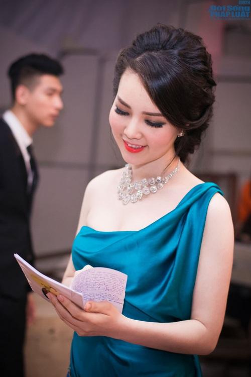 """Mai Phương Thúy giản dị làm giám khảo """"Người đẹp Kinh Bắc"""" - Ảnh 1"""