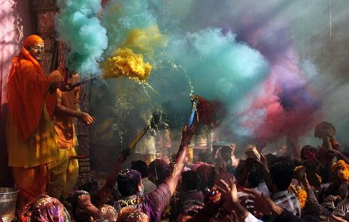 Lễ hội Holi: Cuộc chiến của những sắc màu ở Ấn Độ - Ảnh 9