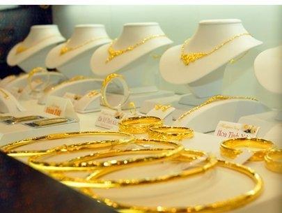 Mỗi năm, Việt Nam bỏ ra 3,5 tỉ đô la Mỹ mua hàng nữ trang - Ảnh 1