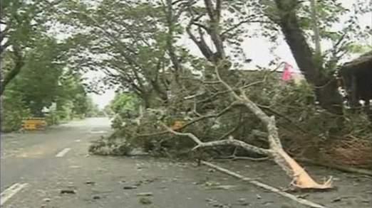 Cận cảnh siêu bão Haiyan tàn phá Philippines với sức gió 230km/h - Ảnh 4