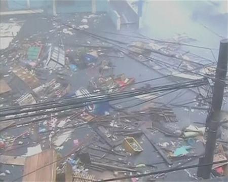 Cận cảnh siêu bão Haiyan tàn phá Philippines với sức gió 230km/h - Ảnh 5