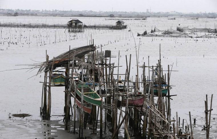 Cận cảnh siêu bão Haiyan tàn phá Philippines với sức gió 230km/h - Ảnh 8