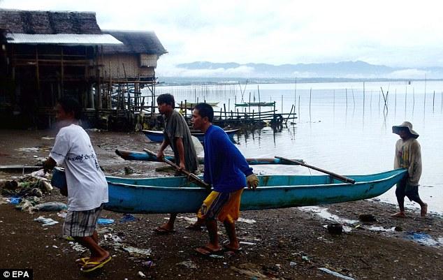 Cận cảnh siêu bão Haiyan tàn phá Philippines với sức gió 230km/h - Ảnh 9