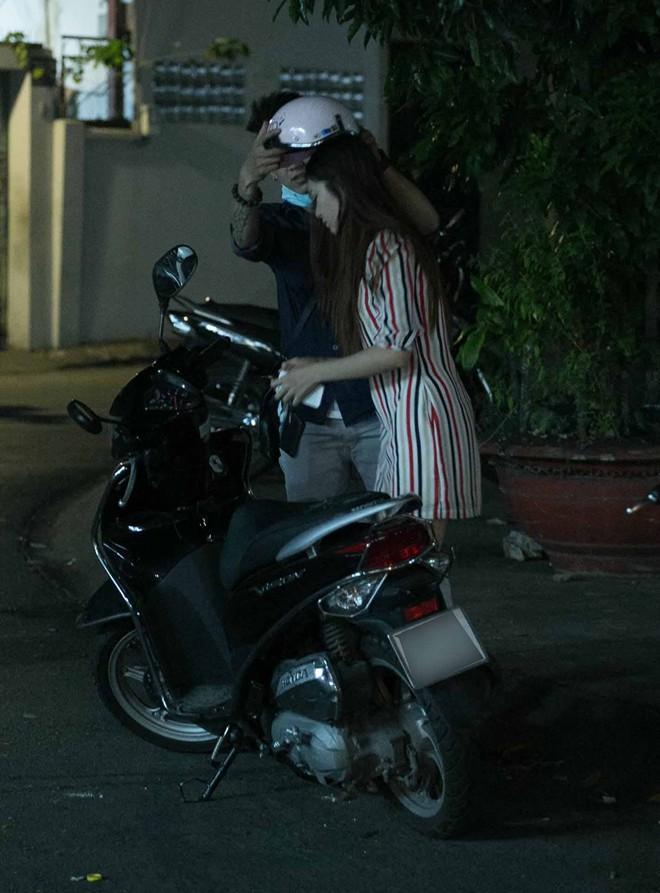 Tình cũ Bùi Anh Tuấn bị xe máy đâm trên phố Sài Gòn - Ảnh 15