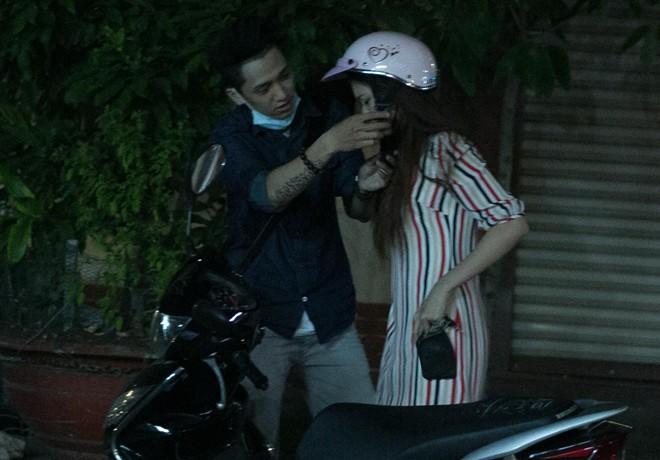Tình cũ Bùi Anh Tuấn bị xe máy đâm trên phố Sài Gòn - Ảnh 17