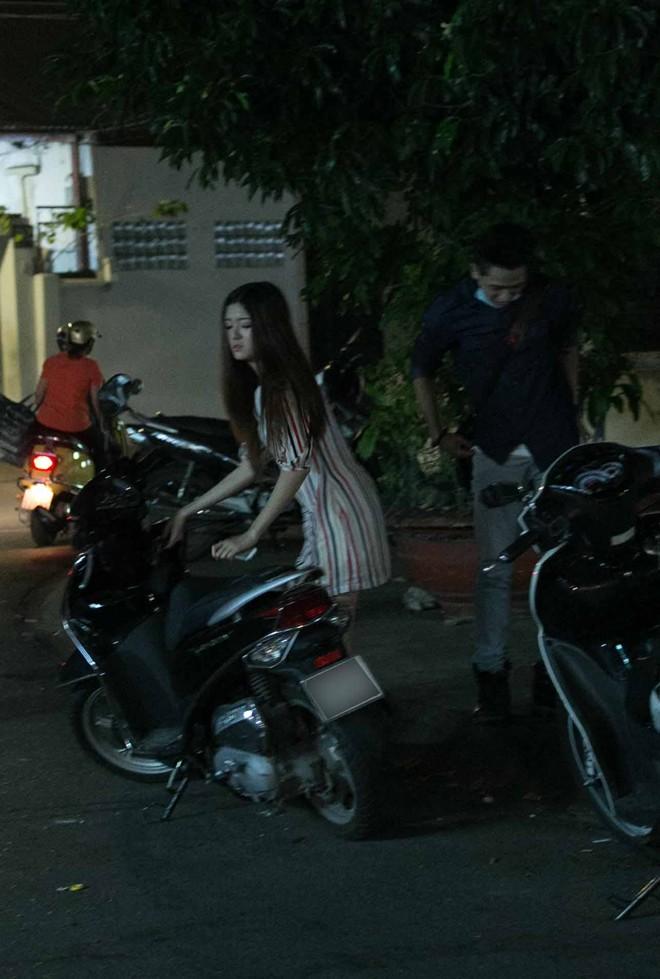 Tình cũ Bùi Anh Tuấn bị xe máy đâm trên phố Sài Gòn - Ảnh 18