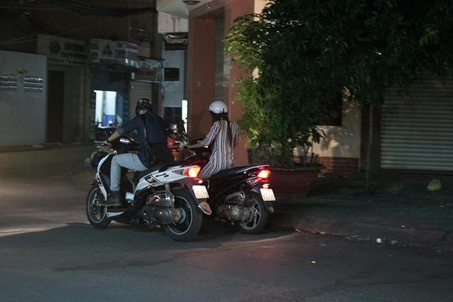 Tình cũ Bùi Anh Tuấn bị xe máy đâm trên phố Sài Gòn - Ảnh 20