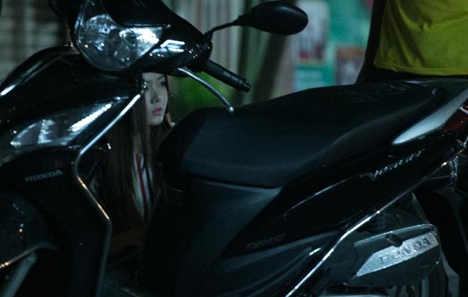 Tình cũ Bùi Anh Tuấn bị xe máy đâm trên phố Sài Gòn - Ảnh 7