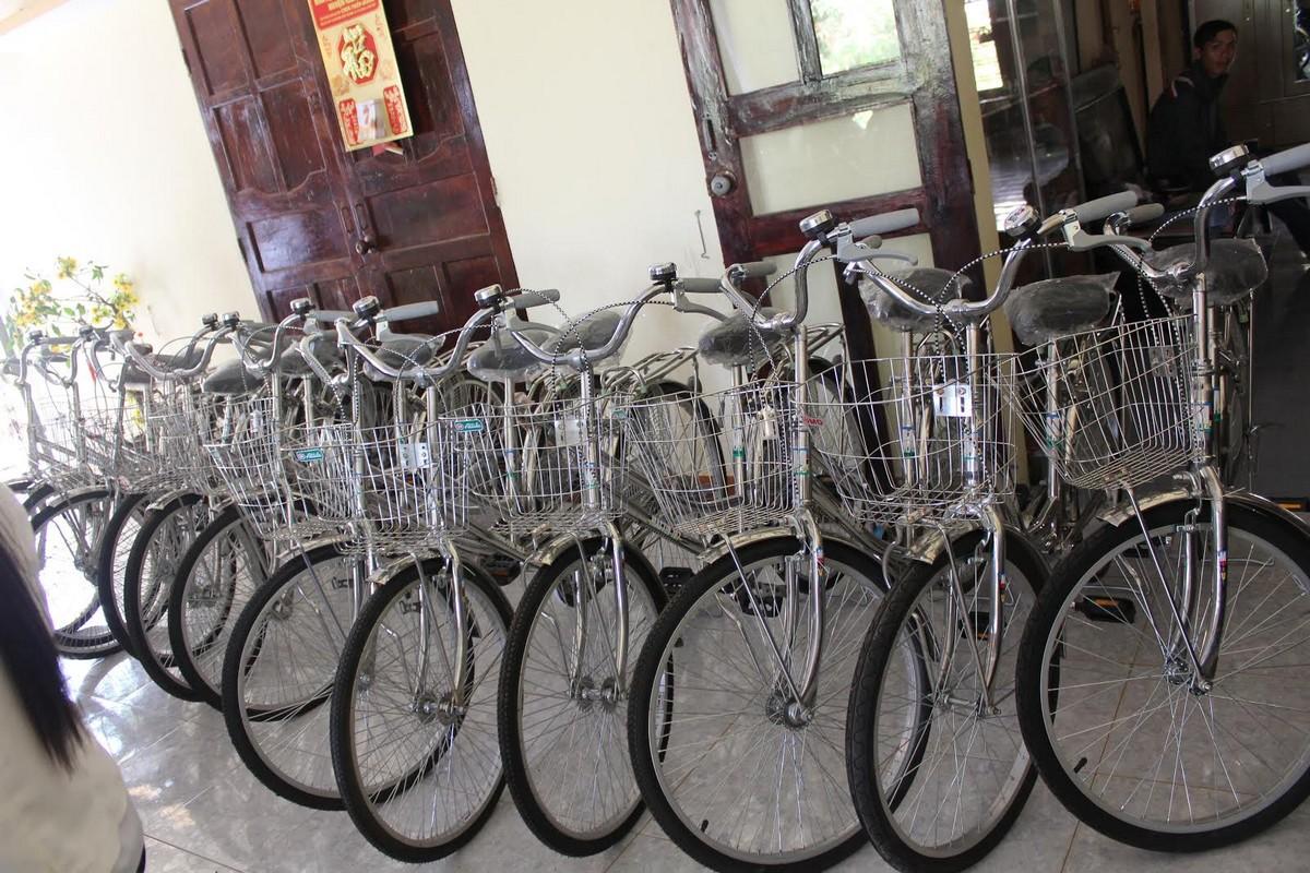 Trương Thị May vượt 400km tặng xe đạp cho trẻ em nghèo Đắk Lắk - Ảnh 1