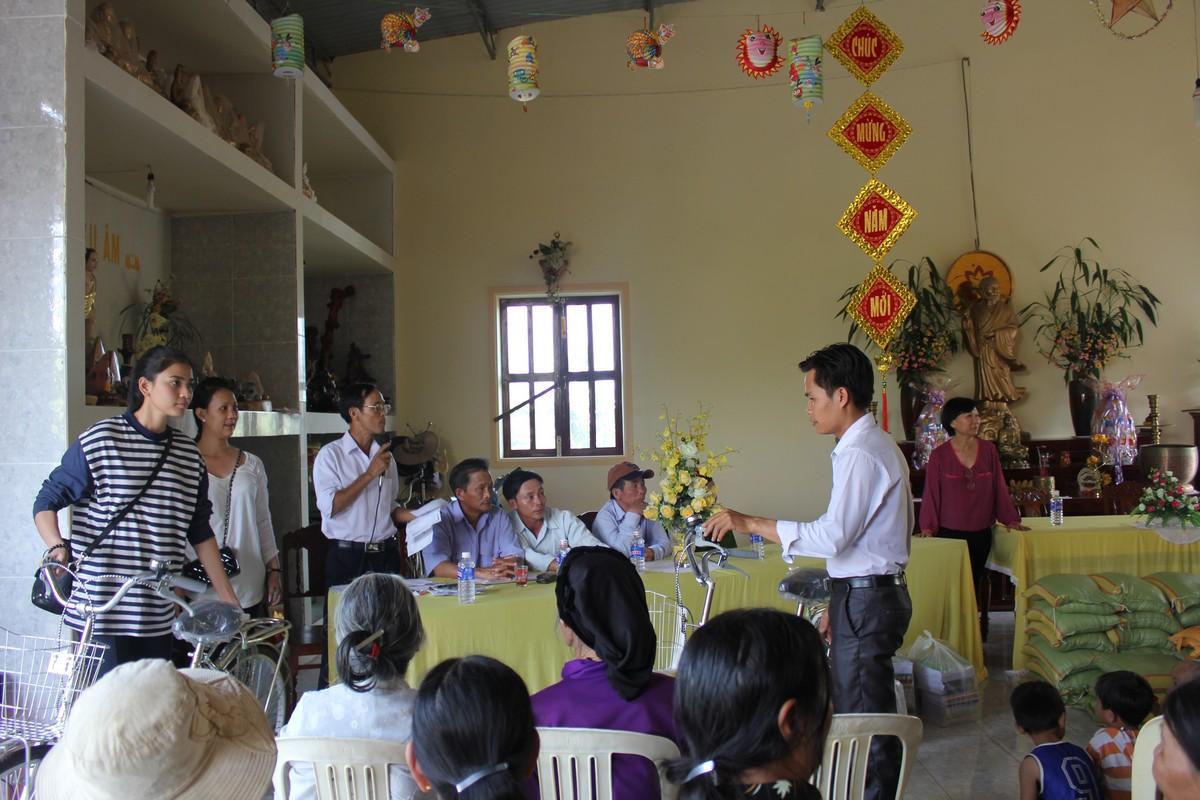 Trương Thị May vượt 400km tặng xe đạp cho trẻ em nghèo Đắk Lắk - Ảnh 6