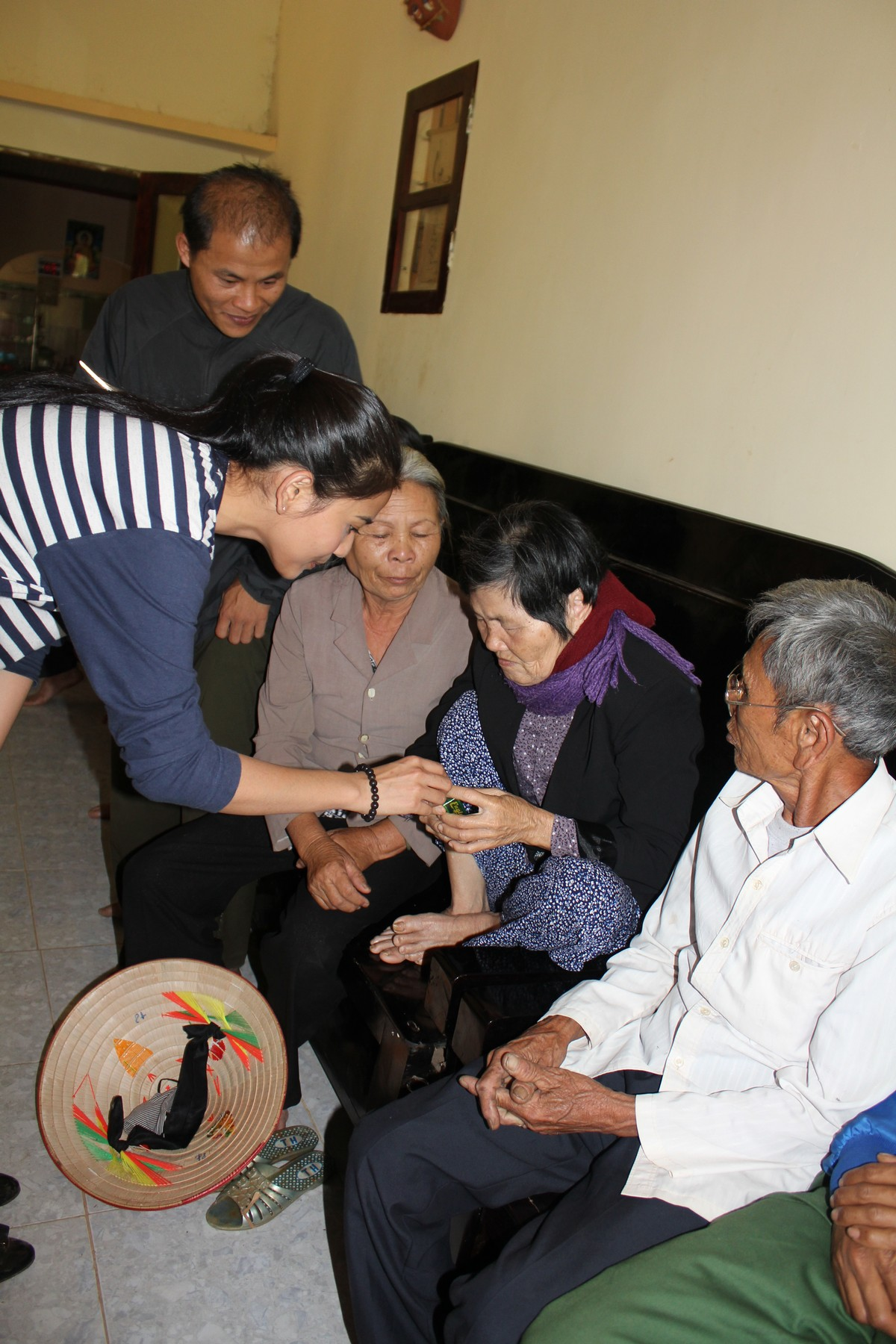 Trương Thị May vượt 400km tặng xe đạp cho trẻ em nghèo Đắk Lắk - Ảnh 5