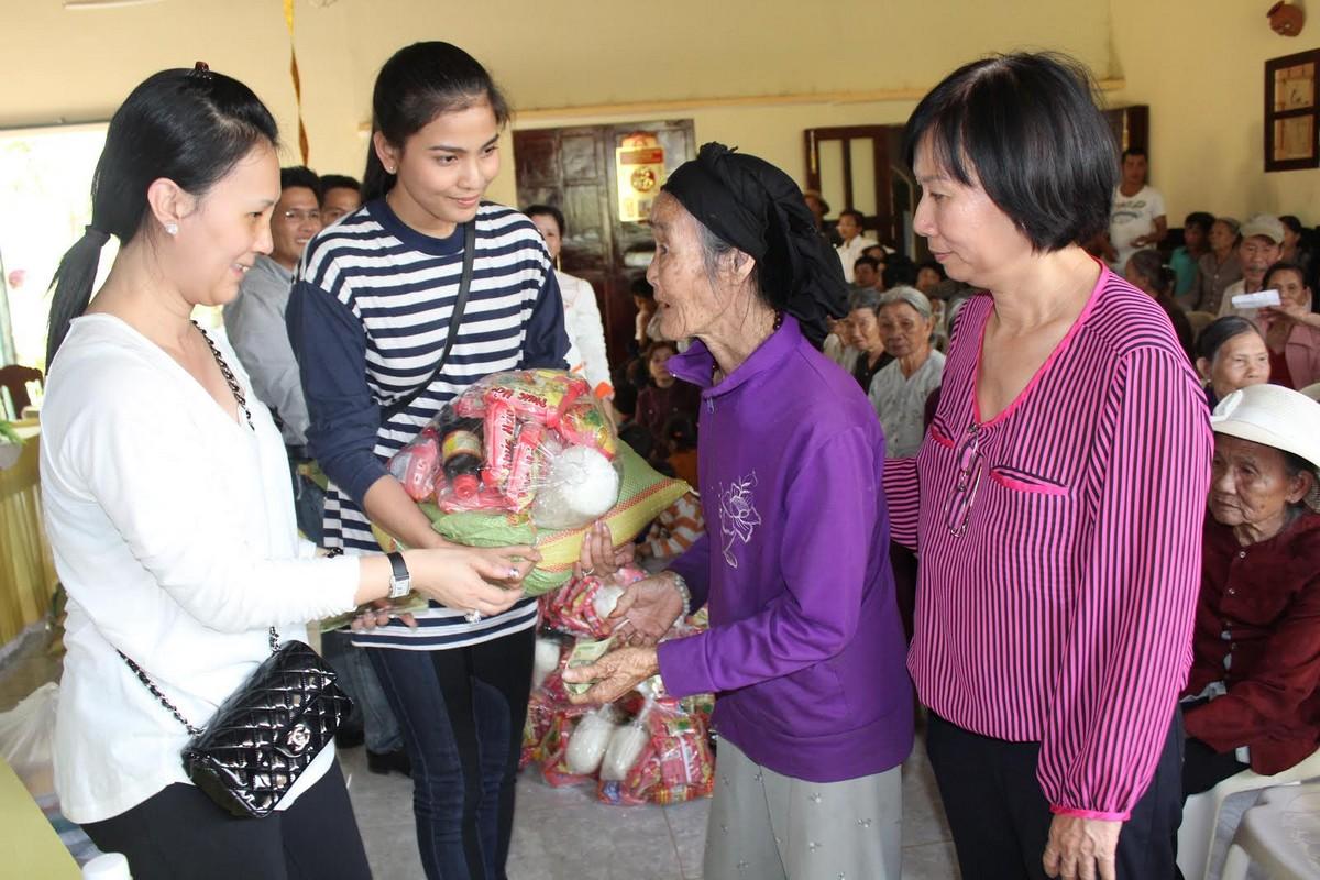 Trương Thị May vượt 400km tặng xe đạp cho trẻ em nghèo Đắk Lắk - Ảnh 4