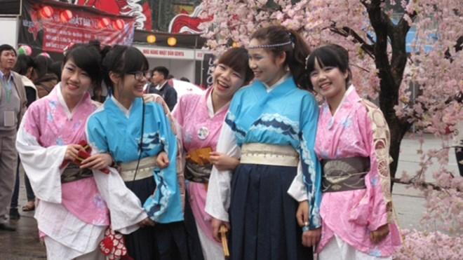 Hoa anh đào Nhật Bản trở lại Hà Nội - Ảnh 4