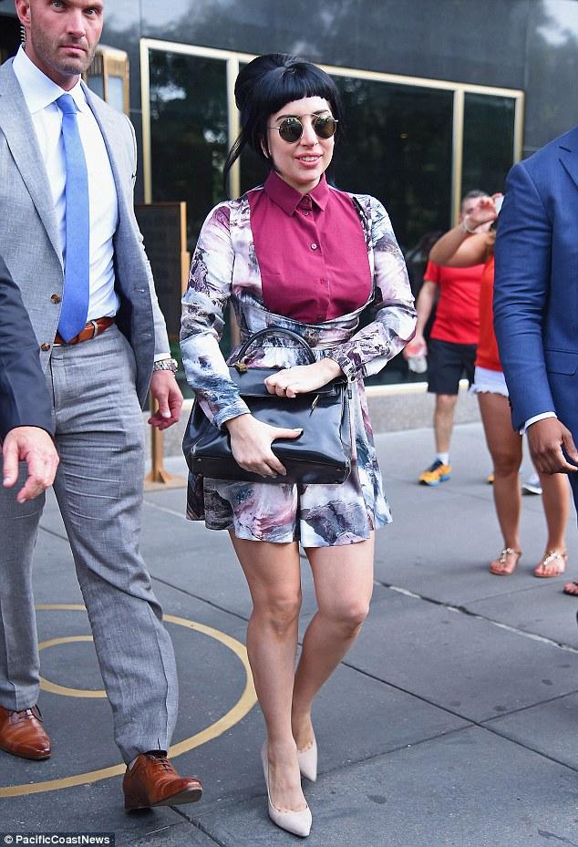 Lady Gaga không còn kỳ dị dạo phố - Ảnh 4