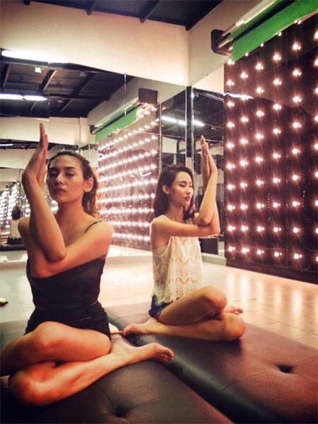 Sao Việt khoe tài uốn dẻo, gập cong người khi tập Yoga - Ảnh 8