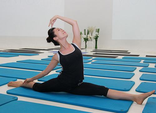 Sao Việt khoe tài uốn dẻo, gập cong người khi tập Yoga - Ảnh 5