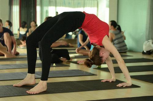 Sao Việt khoe tài uốn dẻo, gập cong người khi tập Yoga - Ảnh 1