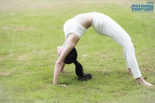 Sao Việt khoe tài uốn dẻo, gập cong người khi tập Yoga - Ảnh 2