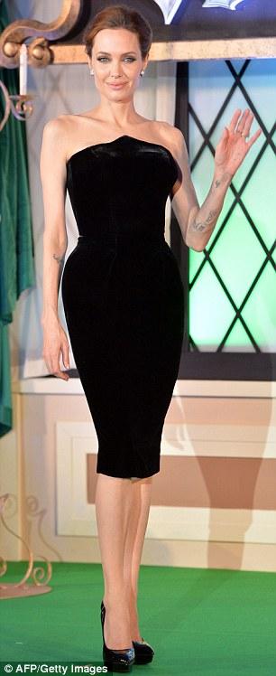 Angelina Jolie lộng lẫy ra mắt phim Maleficent tại Nhật - Ảnh 4
