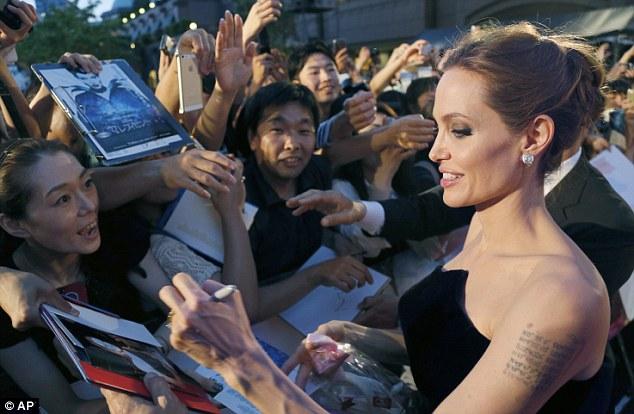 Angelina Jolie lộng lẫy ra mắt phim Maleficent tại Nhật - Ảnh 3