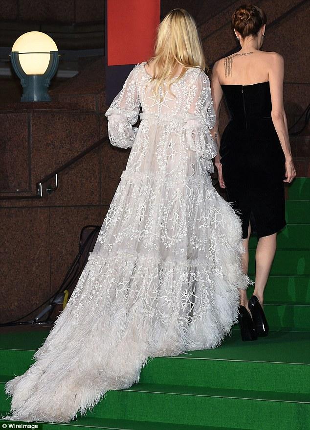 Angelina Jolie lộng lẫy ra mắt phim Maleficent tại Nhật - Ảnh 5