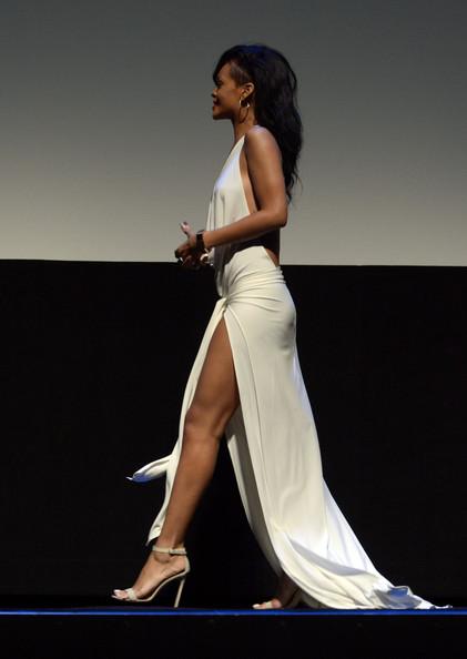 Những hình ảnh gây nhức mắt của Rihanna - Ảnh 4