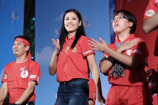 Nguyễn Thị Loan giản dị vận động giới trẻ hiến máu nhân đạo - Ảnh 3