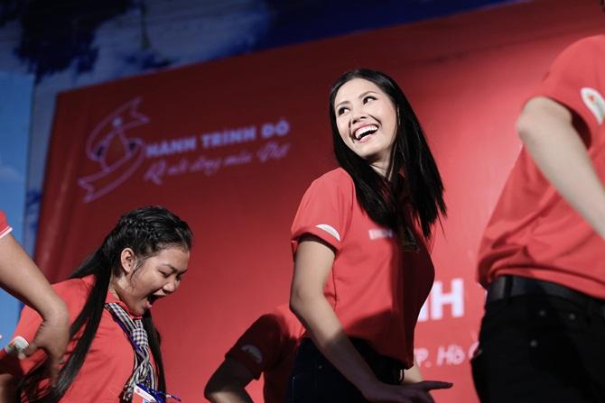Nguyễn Thị Loan giản dị vận động giới trẻ hiến máu nhân đạo - Ảnh 4