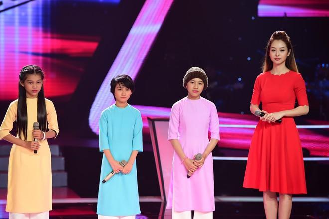 Cô bé nghèo The Voice Kids 13 tuổi vẫn chưa được tới trường - Ảnh 1