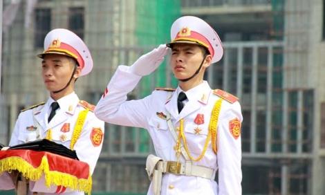 Hình ảnh xúc động trong Lễ treo cờ rủ Quốc tang - Ảnh 5