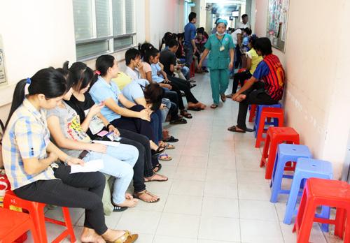Tp.HCM: Hàng trăm công nhân ngộ độc thực phẩm - Ảnh 2